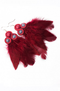 Earrings with feathers. Burgundy