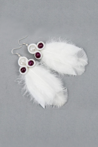 Long soutache earrings with white feathers. Fuchsia stones
