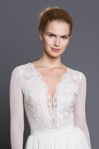 Blouse B099 with deep lace v-neck. Ecru (1)