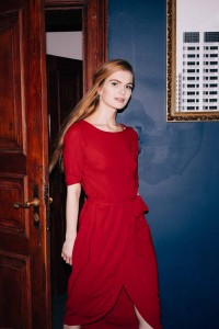 Red midi dress with a sleeve D112